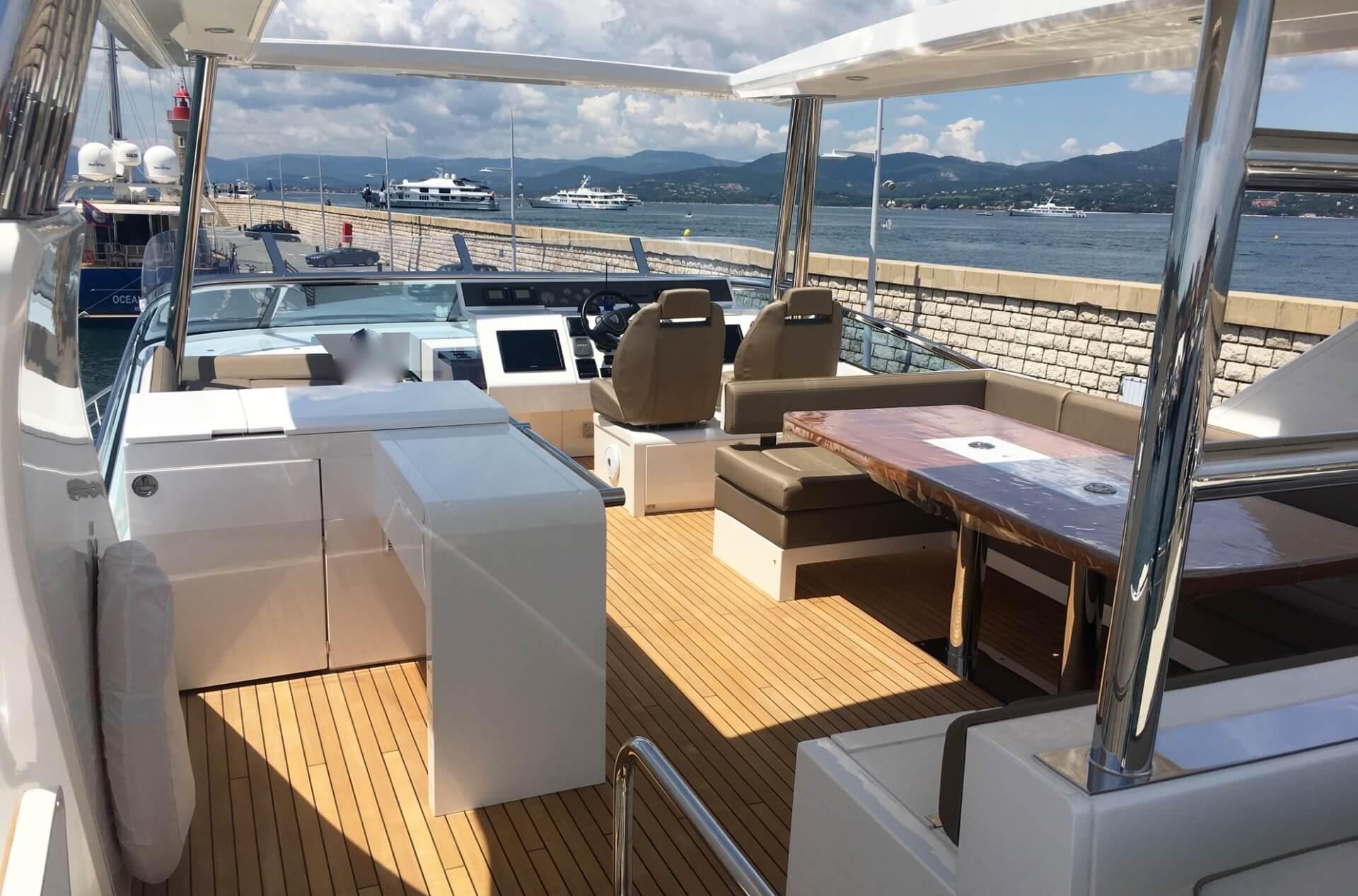 FAIRLINE 78'- UPSTREAM II - Yacht charter in Saint-Tropez